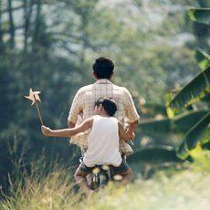 Đối đáp thú vị giữa hai cha con – sức mạnh giáo dục hơn nhiều lời quát mắng