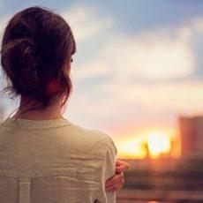 Khi cảm thấy cô đơn và lạc lõng, hãy nhớ kỹ 12 điều này